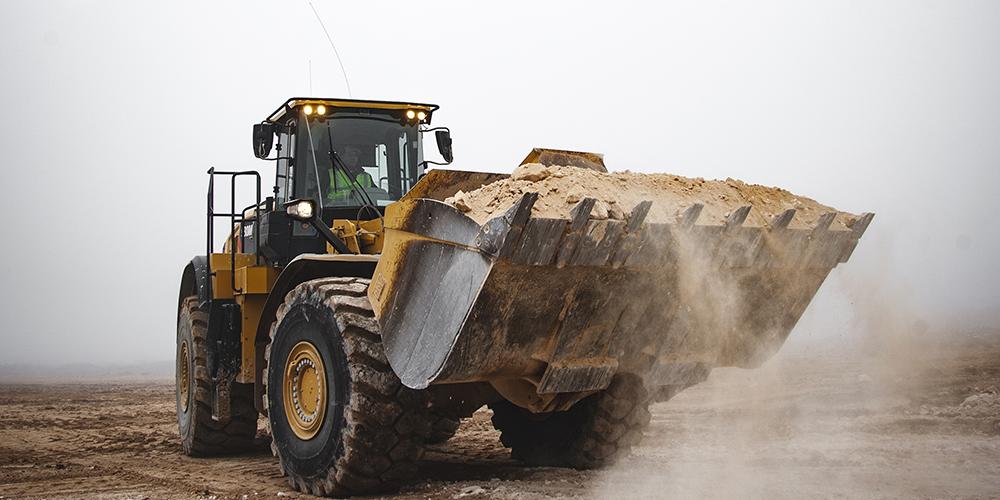 loader hauling aggregate
